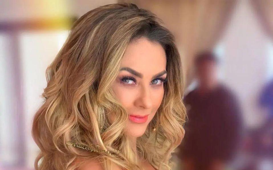 Aracely Arámbula posa en atractivo top a sus 46 años