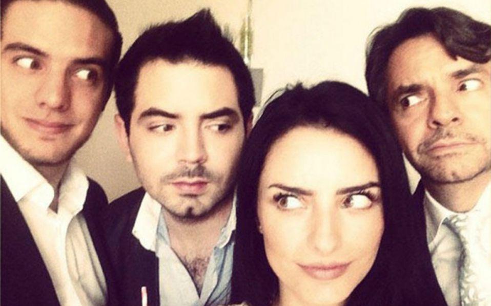 La polémica foto de Aislinn Derbez bañándose con sus hermanos