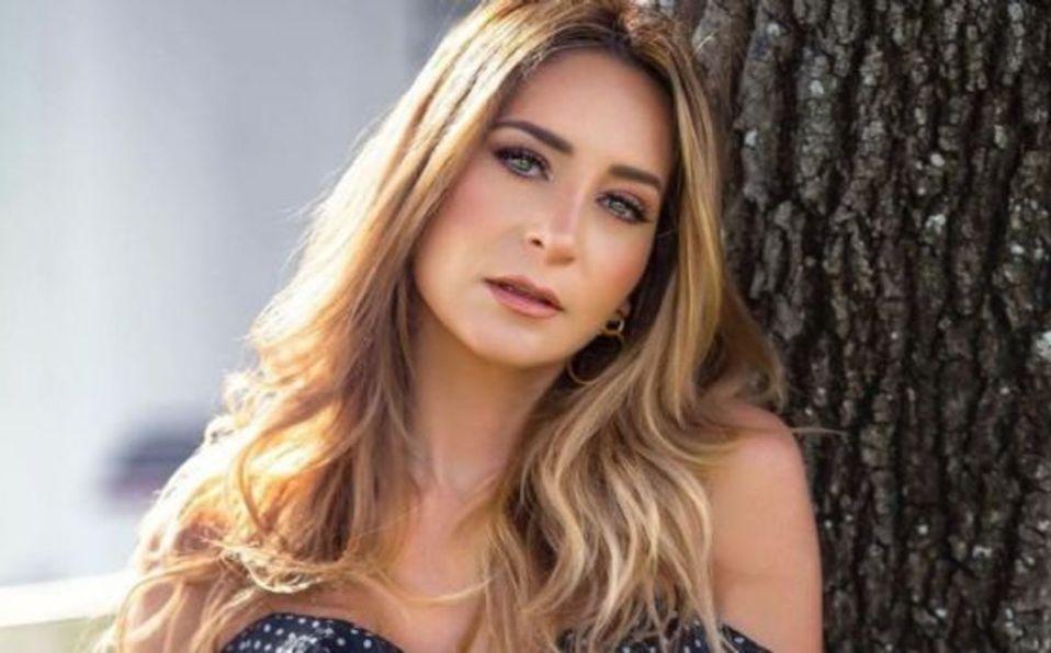 Geraldine Bazán enamora luciendo juvenil bikini a sus casi 40 años de edad