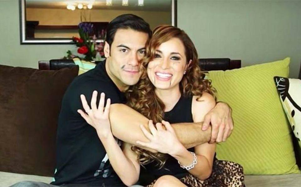 Carlos Rivera y Cynthia Rodríguez son captados comprando muebles