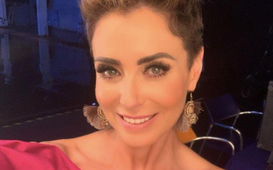 Carmen Muñoz luce su figura en vestido brilloso
