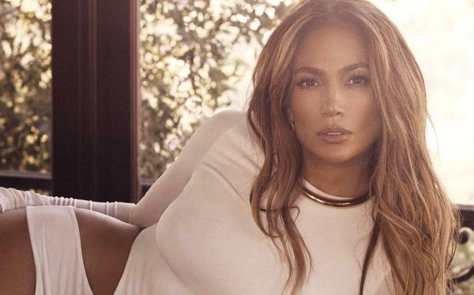 Jennifer Lopez se llenó de halagos con su look (Instagram).