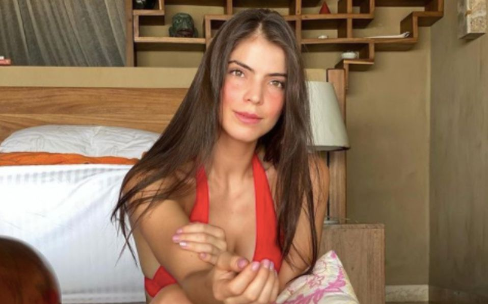 Esmeralda Ugalde muestra su figura en bikini azul