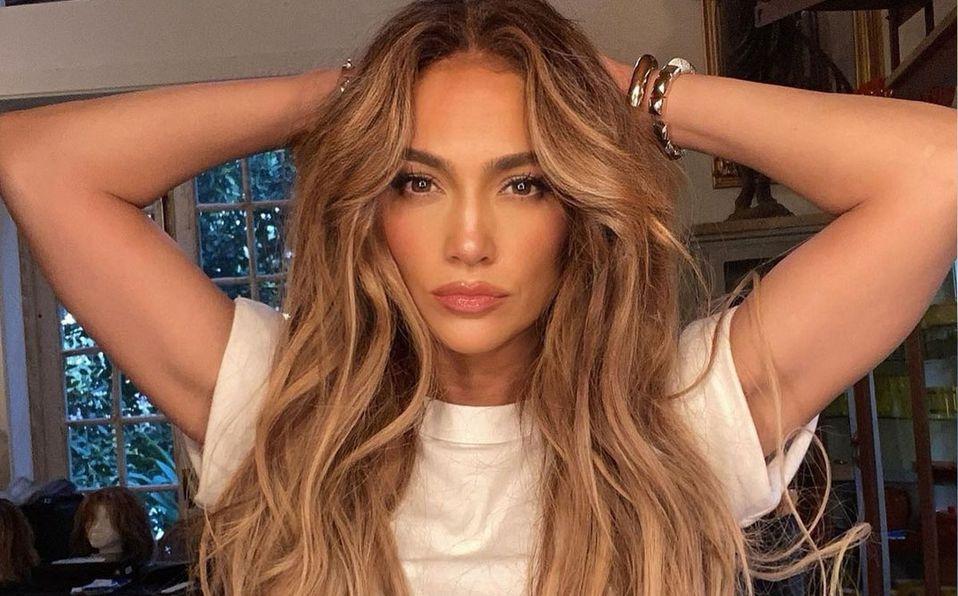 Jennifer Lopez impresionó con su outfit (Instagram).