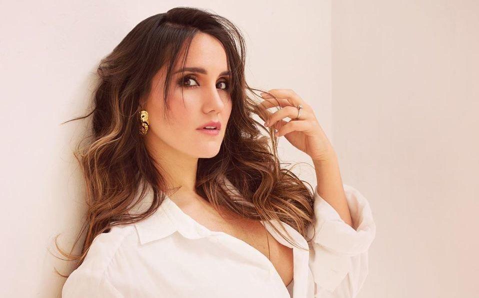 Dulce María comparte foto en bikini y deja ver su pancita de embarazo (Instagram).