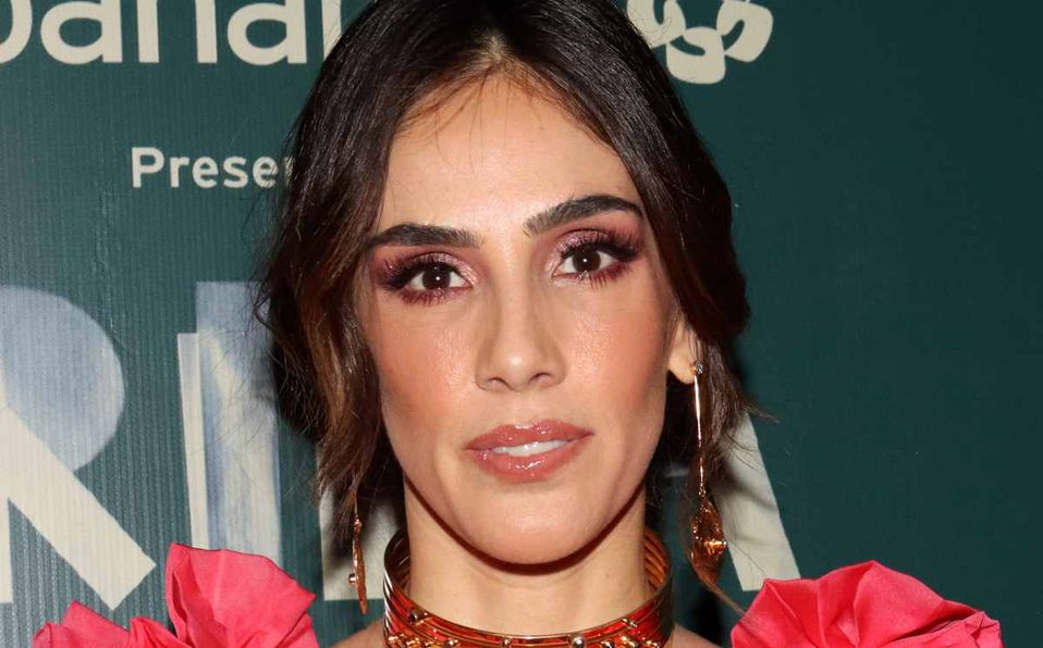 Sandra Echeverría no tiene vientre plano y lo luce orgullosa