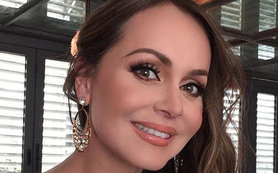 Gaby Spanic con elegante look y los elogios no paran