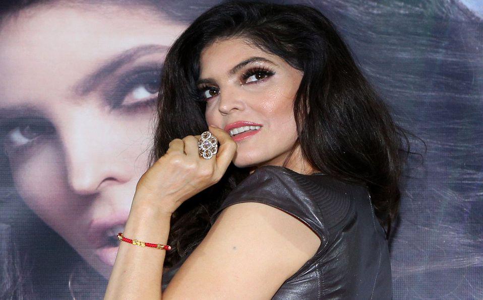 Ana Bárbara sufrió accidente con su vestuario (Getty Images)
