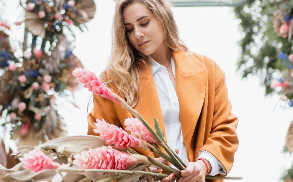 Sofía Rivera de Dos Sofías adorna con flores las calles de la CdMx (Instagram).