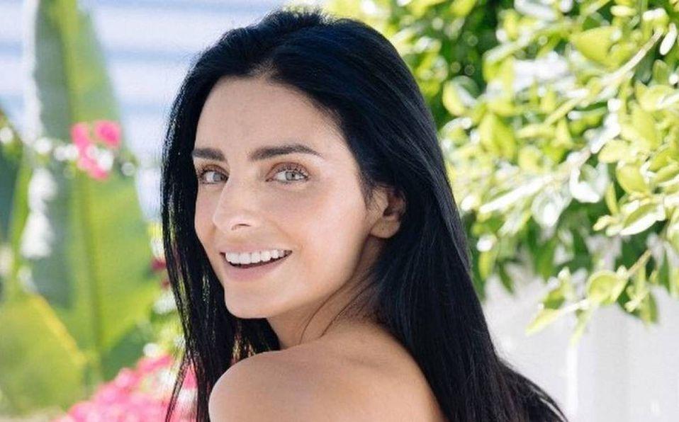 Aislinn Derbez luce un elegante escote a sus 33 años de edad