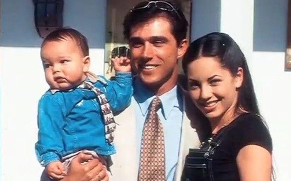 Bárbara Mori y Sergio Mayer junto a su hijo
