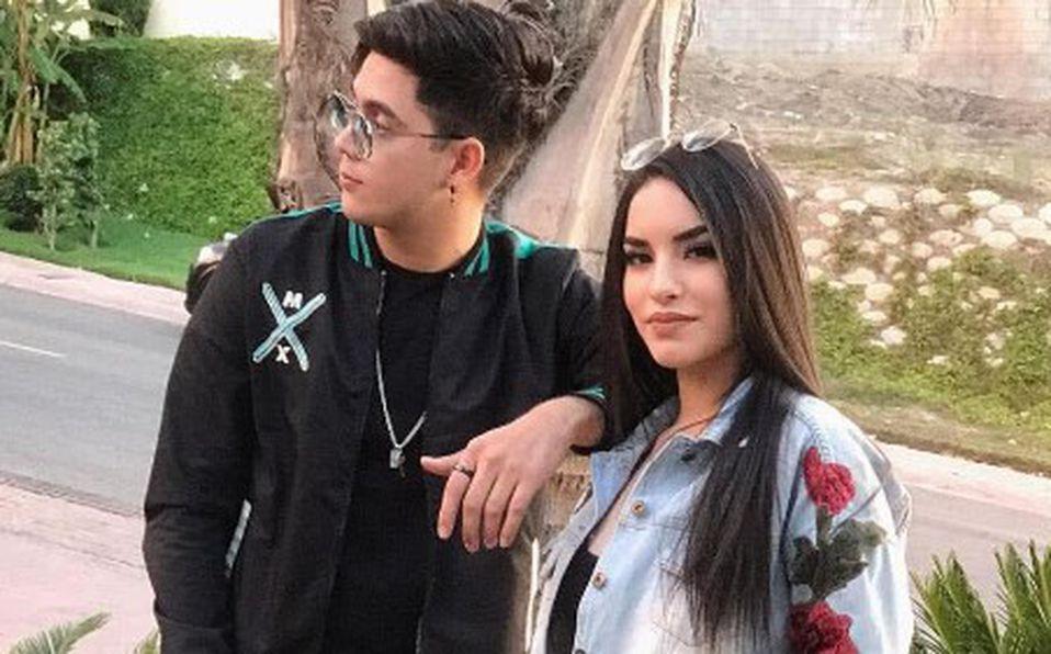 Kimberly Loaiza y Juan De Dios Pantoja
