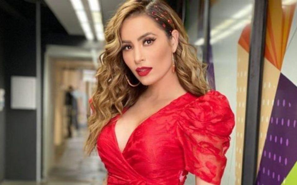 Cynthia Rodríguez es comparada con una sirena por su curvilínea figura