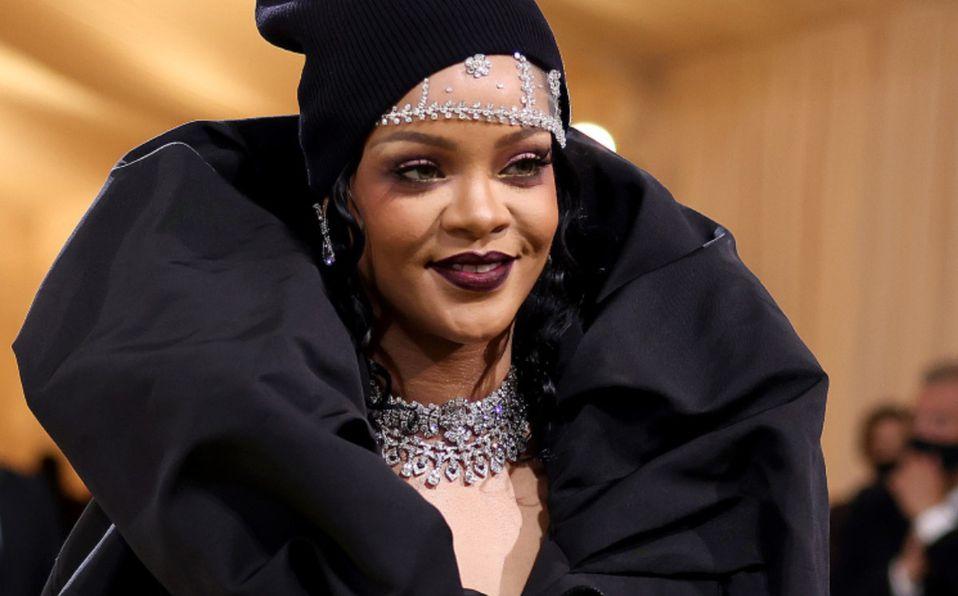 Rihanna impresiona con vestido Balenciaga en MET Gala 2021 |