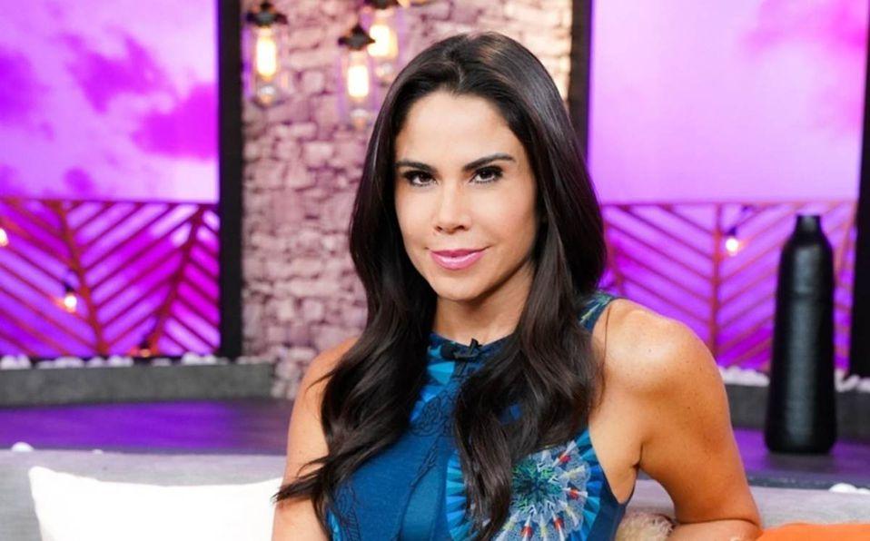Paola Rojas muestra su figura en pijama a sus 44 años de edad