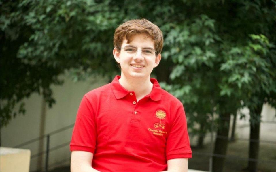 Tomás Cantú gana oro en Olimpiada Internacional de Matemáticas