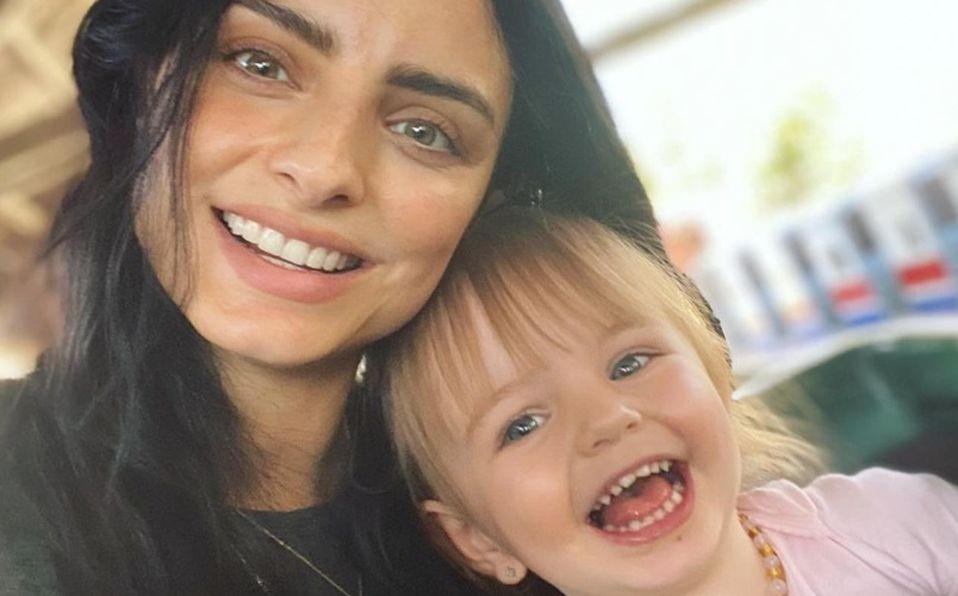 Aislinn Derbez recibe críticas por pintarle el cabello a su hija de 3 años