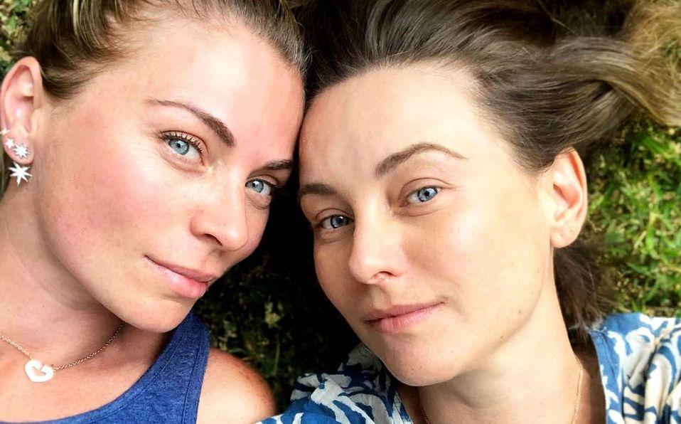 Ludwika y Dominika Paleta posan juntas; parecen gemelas