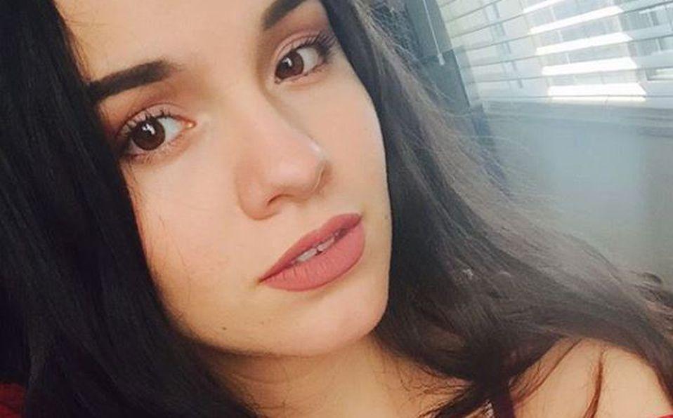 'Sufriendo, pero posando': Sarita Sosa se toma selfies en el funeral de su papá