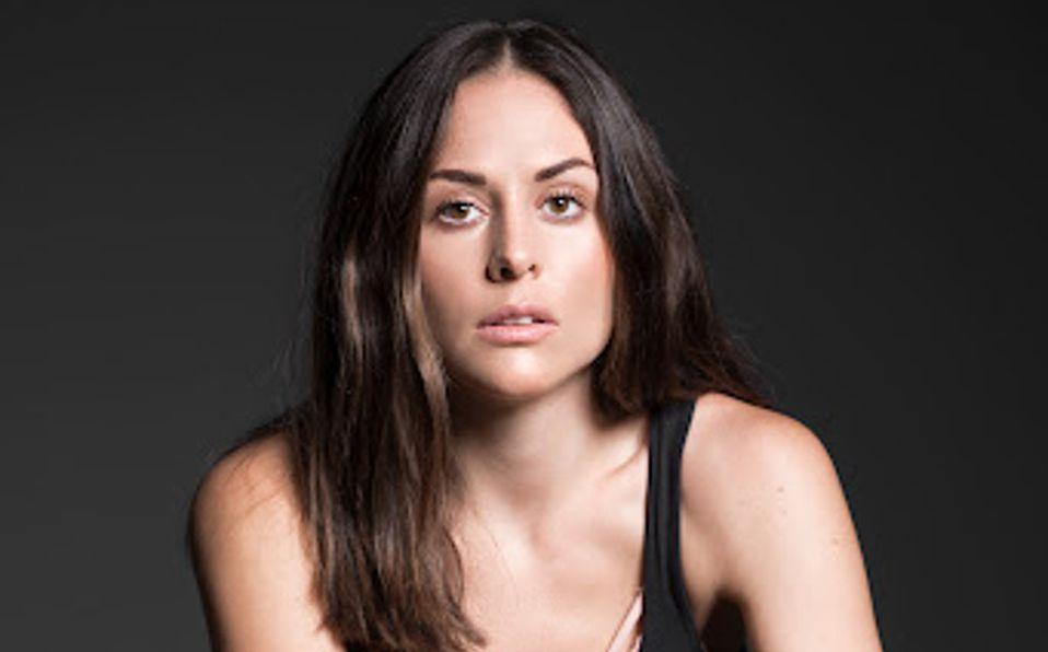 Zuria Vega modela seductor conjunto de transparencias