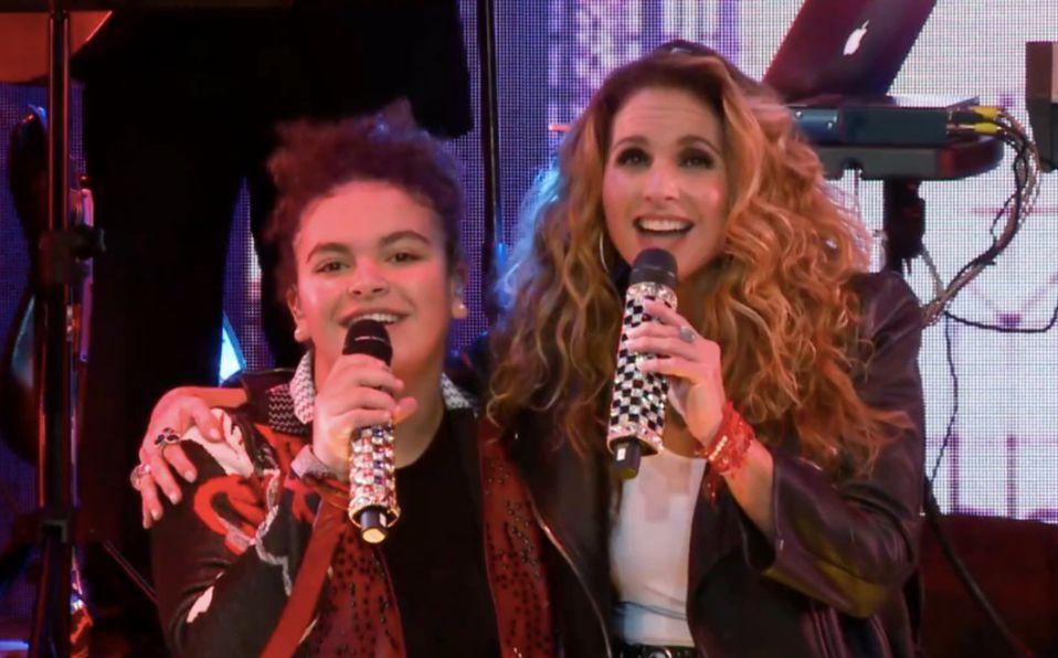 Lucero y su hija realizan concierto en transmisión en vivo