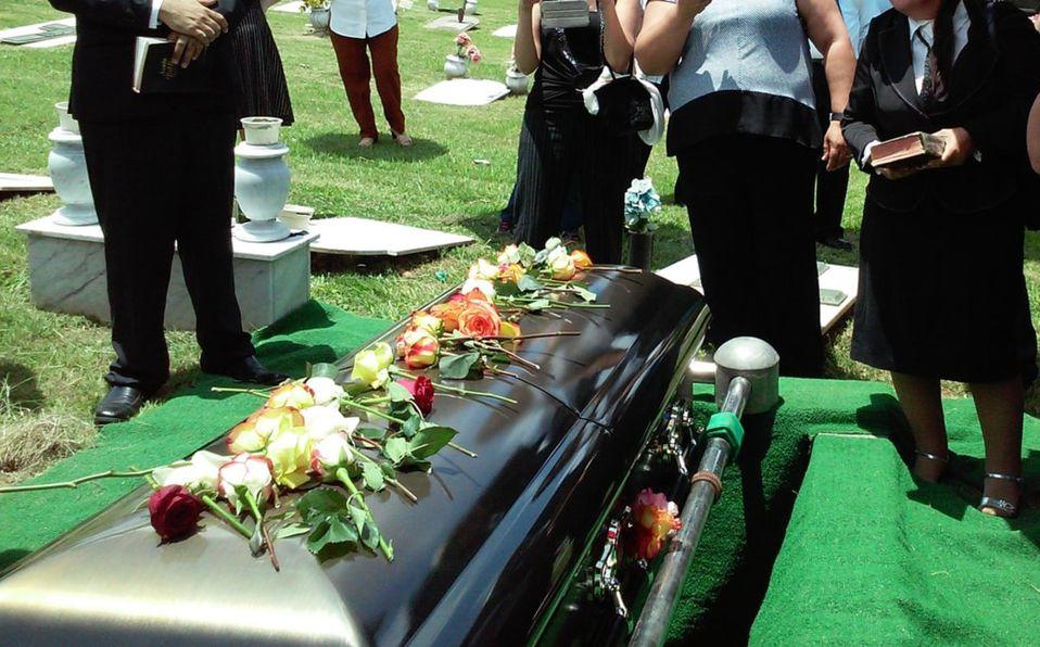 Familia se entera que su pariente seguía vivo tras funeral y entierro