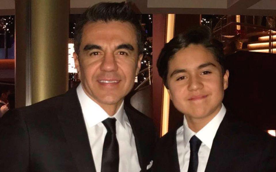 Hijo de Adrián Uribe