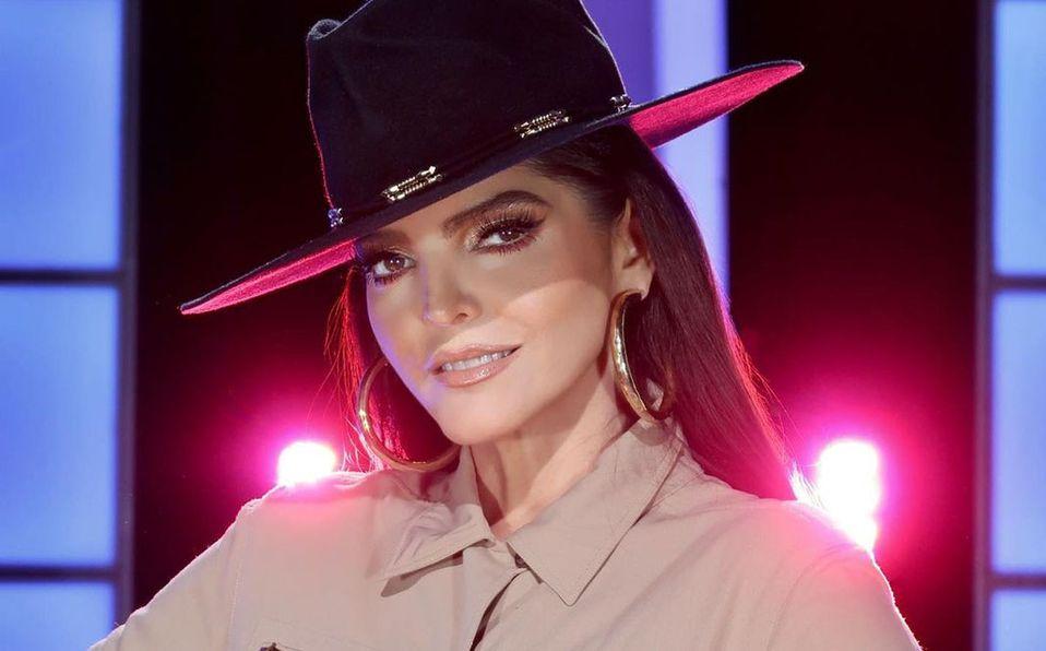 Ana Bárbara lució su extravagante look en televisión (Instagram).