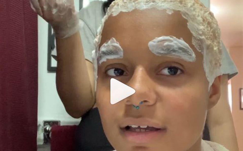 Influencer Lori Faith se decolora el pelo y se queda calva