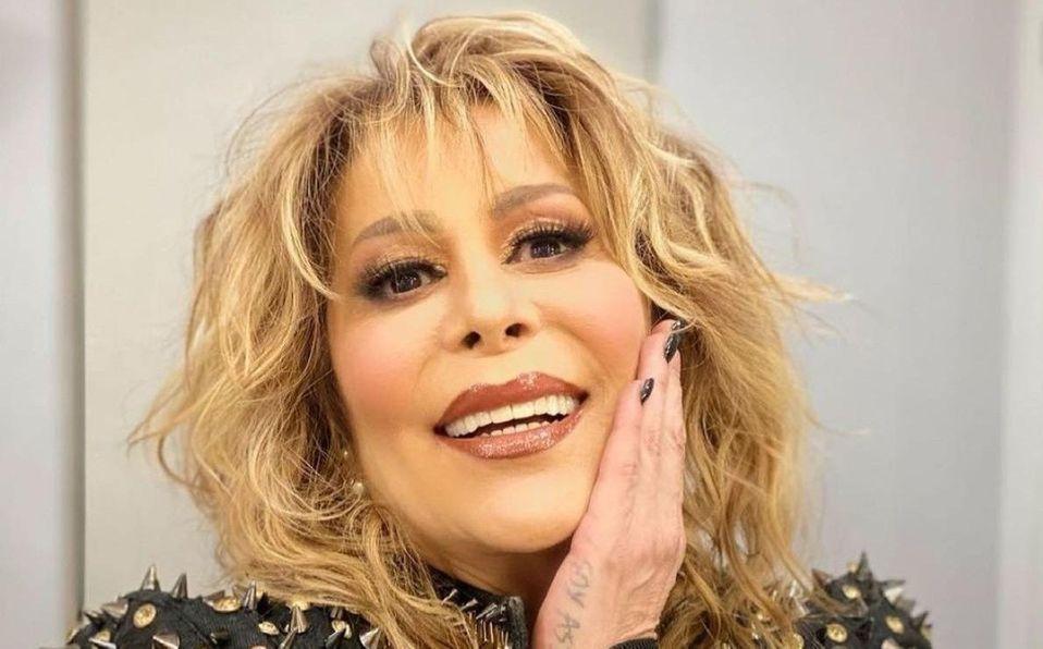 Alejandra Guzmán se luce en ajustado body de lentejuelas