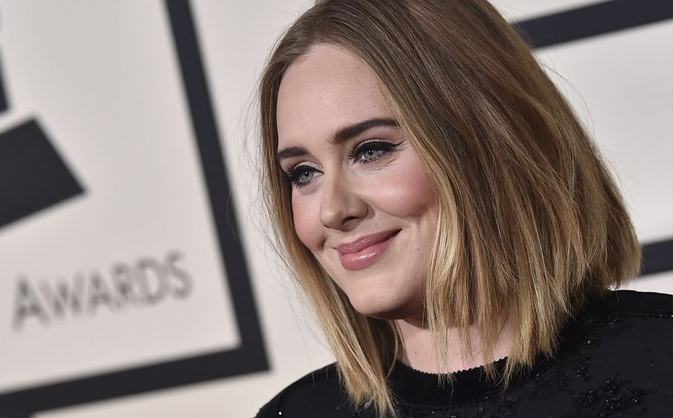 En total, Adele ha perdido casi 70 kilos (Gretty).