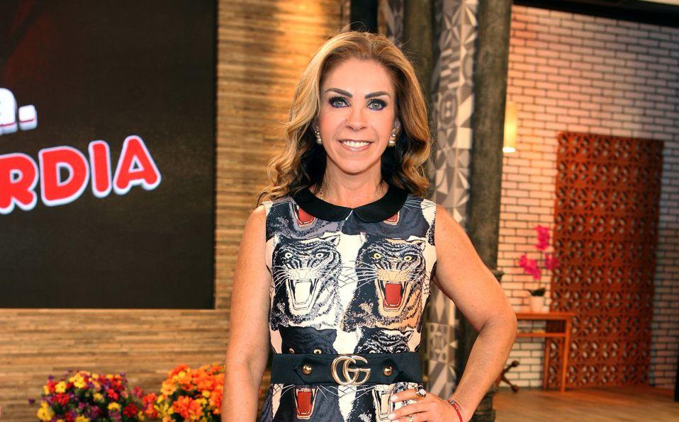 Rocío Sánchez Azuara luce una ajustada falda de piel a sus casi 60 años