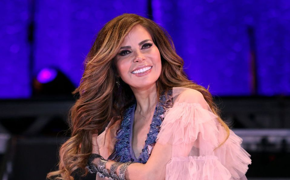 Gloria Trevi luce conjunto deportivo de licra en ensayos de Premios Lo Nuestro