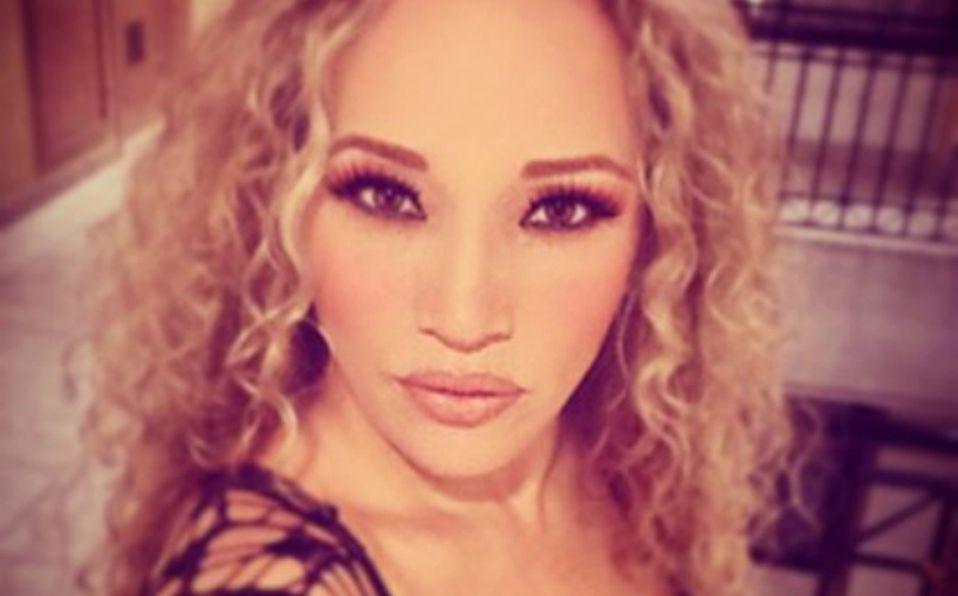 Erika Alcocer presume mini cintura en Instagram