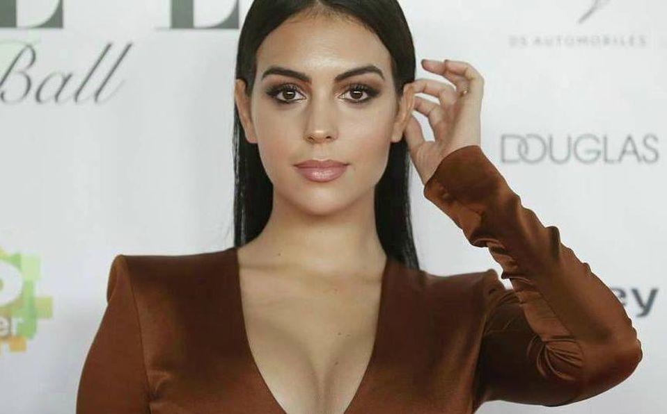 La modelo posó frente al espejo de su gimnasio (Instagram).