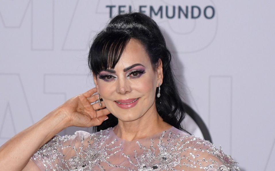 Maribel Guardia deja ver su figura en vestido transparente a sus 61 años