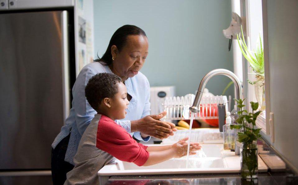Tu hijo debe ayudar en labores del hogar