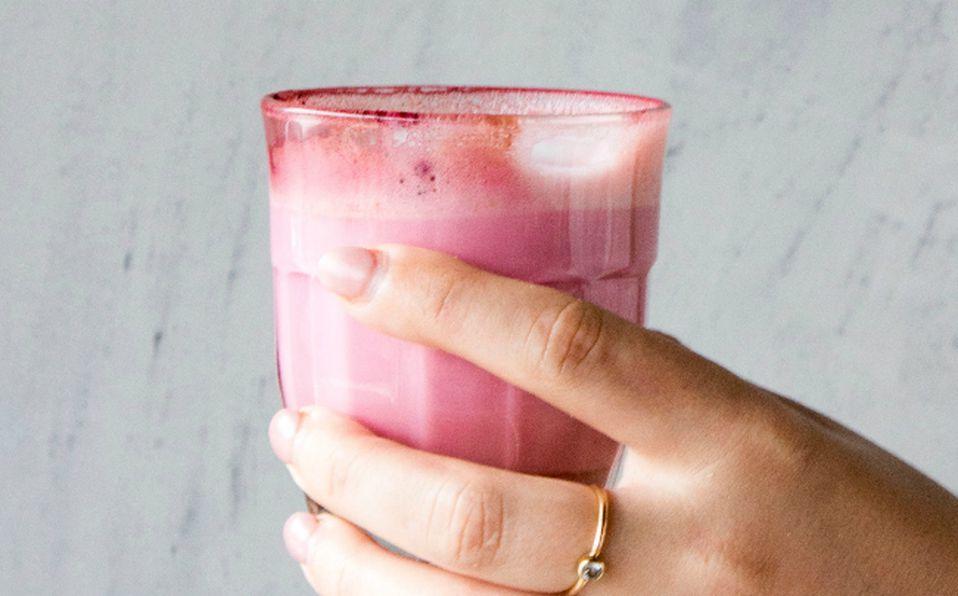 El licuado de gelatina con manzana para aliviar la gastritis