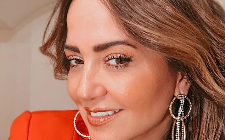 Andrea Legarreta y su escotado vestido rojo que tiene impresionados a todos