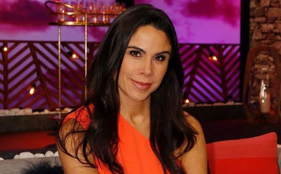 Paola Rojas muestra su figura en vestido transparente a sus 44 años de edad