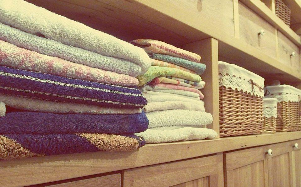 Prueba con estos trucos para quitar el olor a humedad de tu closet