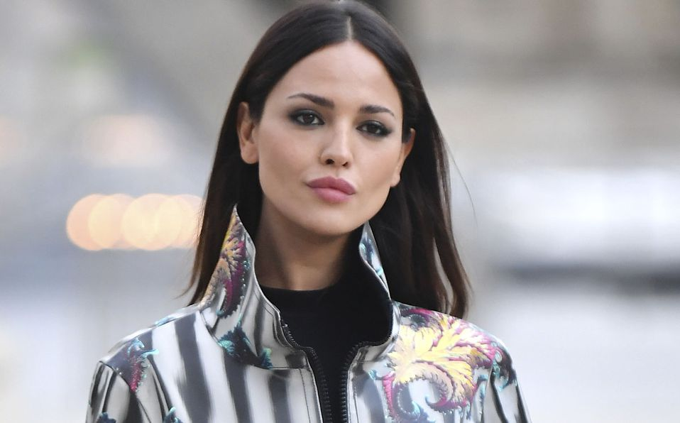 Eiza González deslumbró con su look en París (Getty).