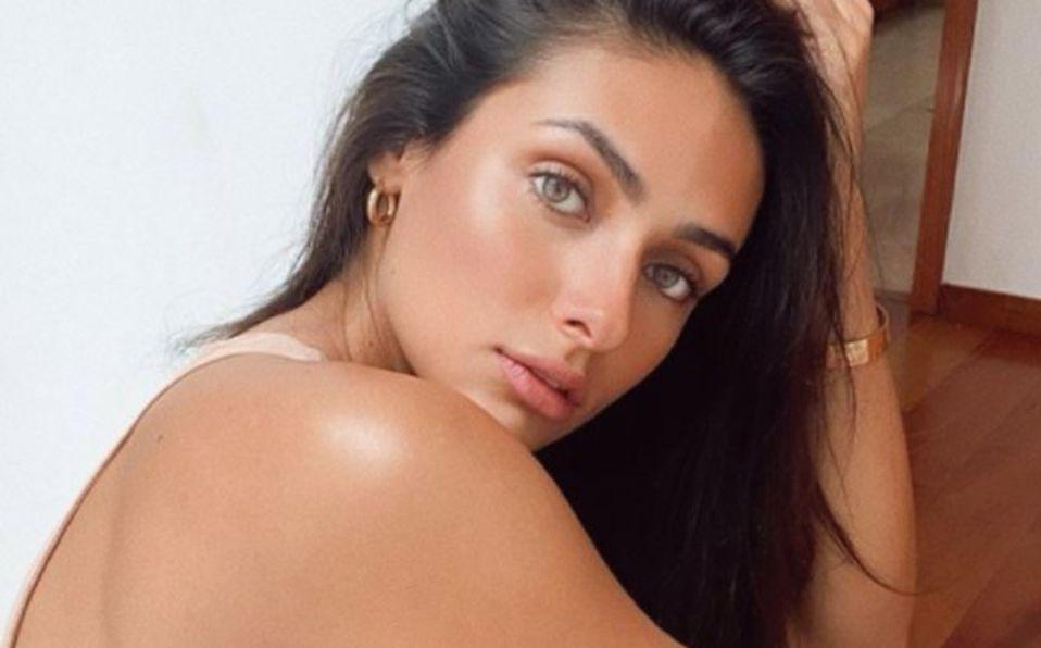 Renata Notni posa en body color nude