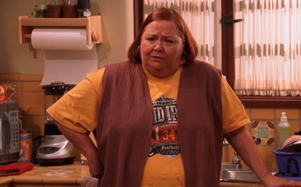 Murió Conchata Ferrell, 'Berta' en la serie 'Two and a Half Man' (Captura de pantalla).