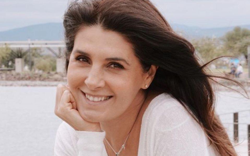 Mayrín Villanueva en sesión de fotos convertido de seda