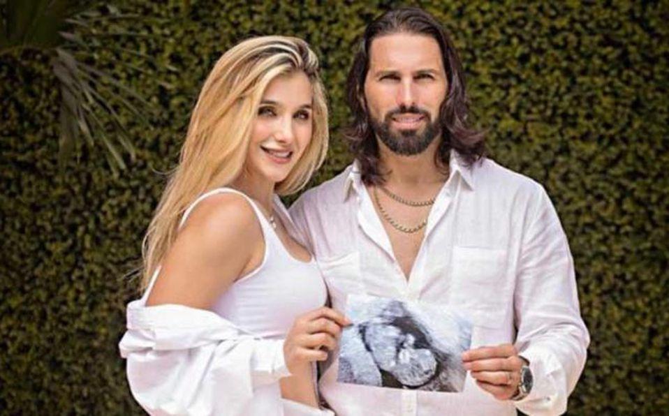 Marcela Mistral luce su embarazo dejando ver su vientre abultado