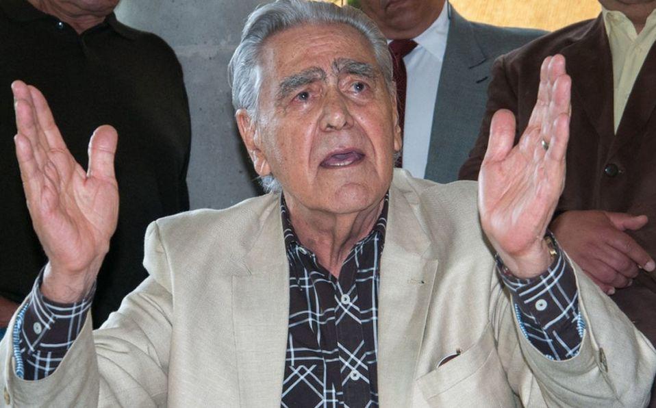 Eric del Castillo llegó al hospital acompañado de su esposa e hija (Cuartoscuro).