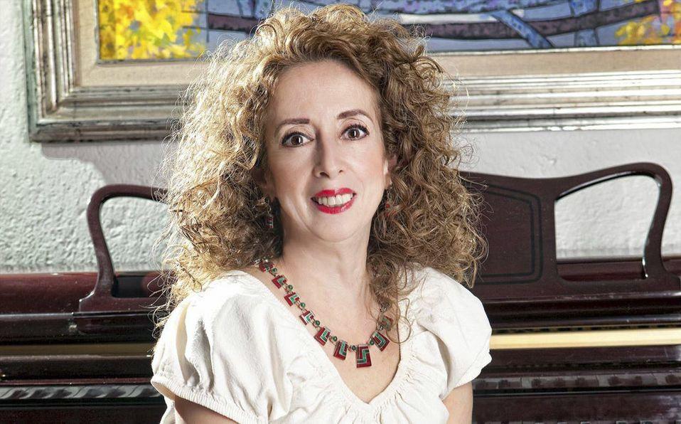 María Elena Saldaña es madre de dos hijos (Facebook).