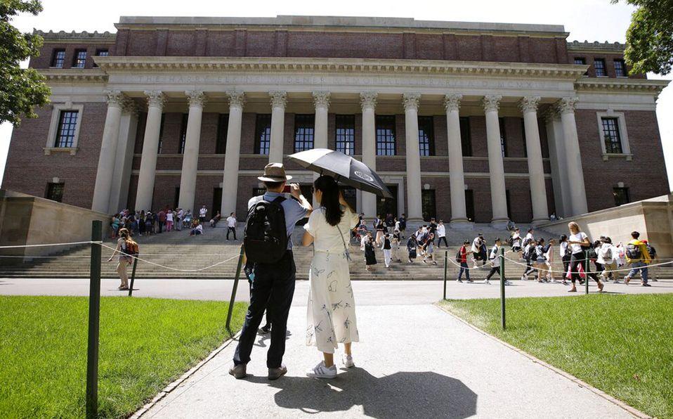 La Universidad de Harvard ofrece cursos gratuitos y en línea  (AP).