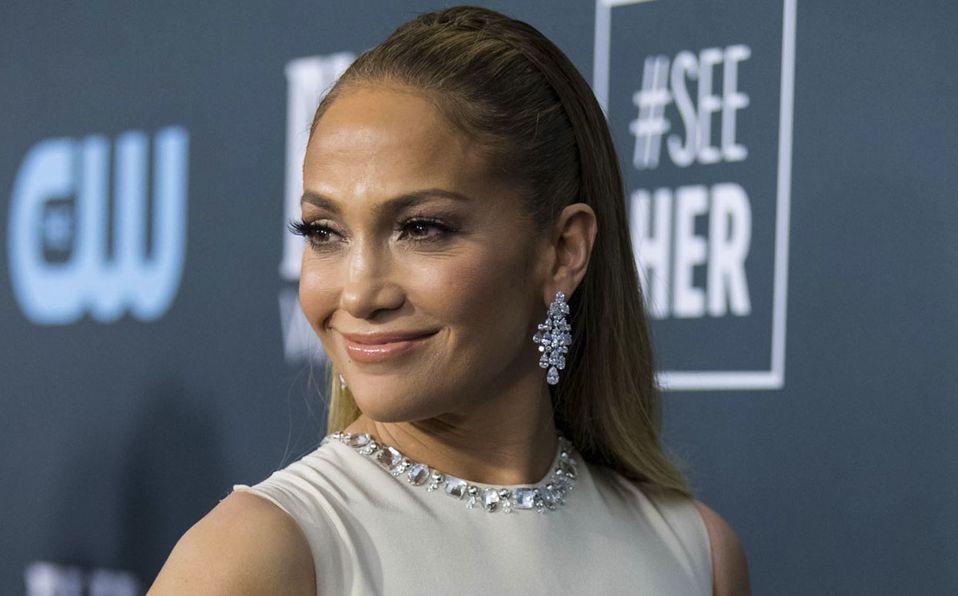 Jennifer Lopez sorprendió con su look (Getty).